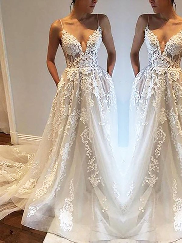 A-Line/Princess Spaghetti Straps Court Train Tulle Sleeveless Wedding Dresses