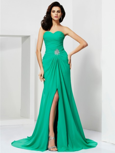 Sheath/Column Sleeveless Sweetheart Beading Long Chiffon Dresses