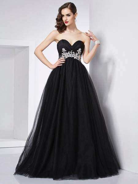 Ball Gown Sweetheart Sleeveless Applique Long Net Quinceanera Dresses