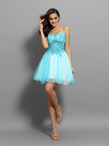 A-Line/Princess Sweetheart Applique Beading Sleeveless Short Satin Cocktail Dresses