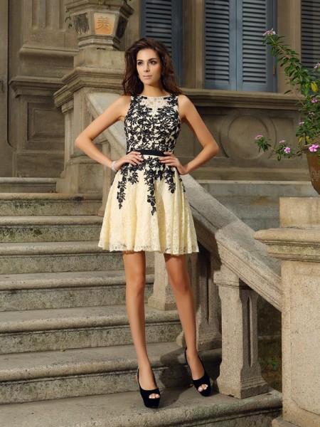A-Line/Princess Scoop Applique Sleeveless Short Lace Cocktail Dresses