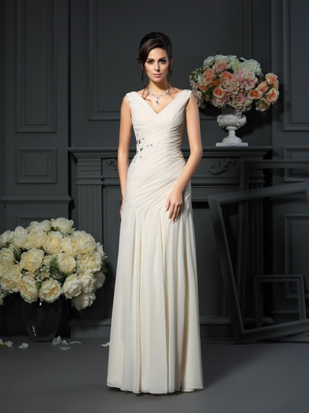 Sheath/Column V-neck Beading Sleeveless Long Chiffon Mother of the Bride Dresses
