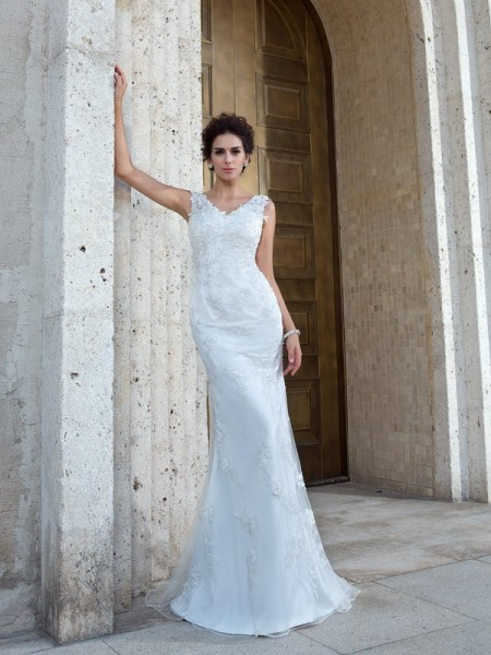 Trumpet/Mermaid V-neck Applique Sleeveless Long Net Wedding Dresses
