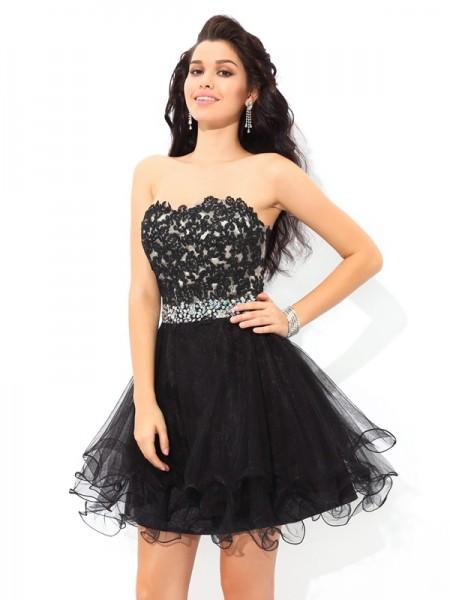 A-Line/Princess Sweetheart Applique Sleeveless Short Satin Cocktail Dresses