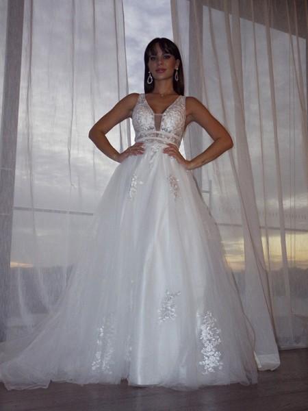 A-Line/Princess V-neck Tulle Sleeveless Applique Sweep/Brush Train Wedding Dresses
