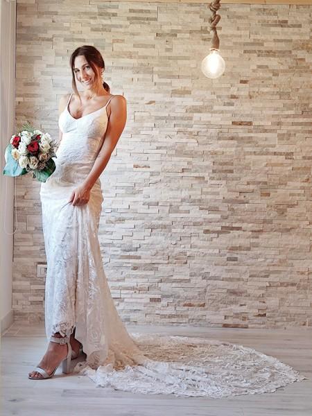 Sheath/Column Lace Applique Spaghetti Straps Sleeveless Court Train Wedding Dresses