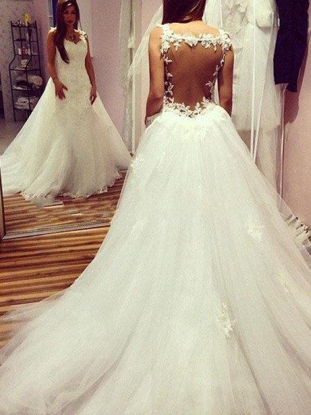 Ball Gown Sleeveless Tulle Sweetheart Applique Chapel Train Wedding Dresses