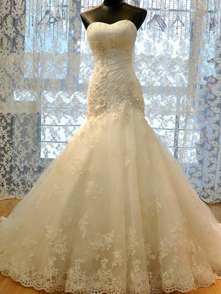 Trumpet/Mermaid Sweetheart Tulle Applique Sleeveless Court Train Wedding Dresses