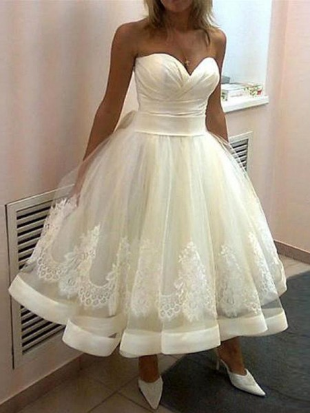 Ball Gown Applique Sweetheart Tulle Sleeveless Tea-Length Wedding Dresses