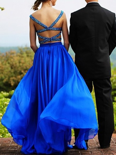 A-Line/Princess Sleeveless Sweetheart Chiffon Beading Floor-Length Two Piece Dresses
