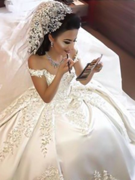 Ball Gown Off-the-Shoulder Sleeveless Sweep/Brush Train Applique Satin Wedding Dresses