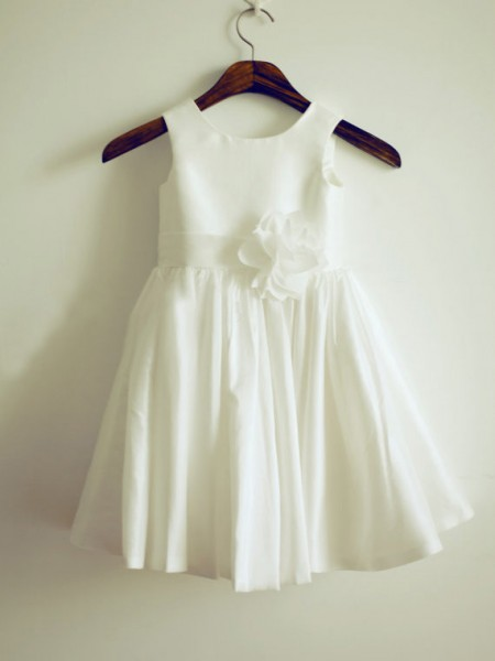 A-line/Princess Jewel Sleeveless Hand-Made Flower Long Taffeta Dresses